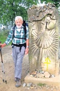 Der große Stein symbolisiert den Beginn des Großraums von Santiago de Compostela.